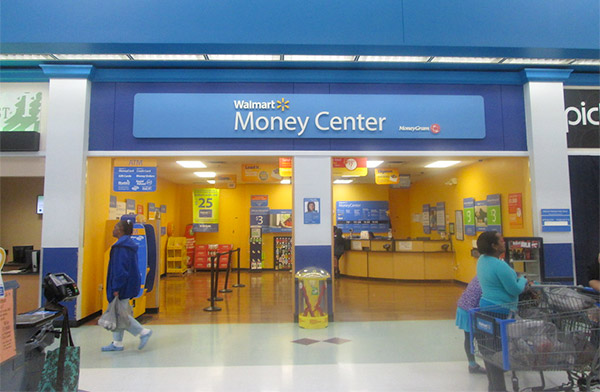 What Time Does Walmart Stop Cashing Checks? (2021 Update)